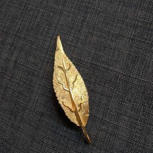 BSK Vintage Gold Leaf Brooch